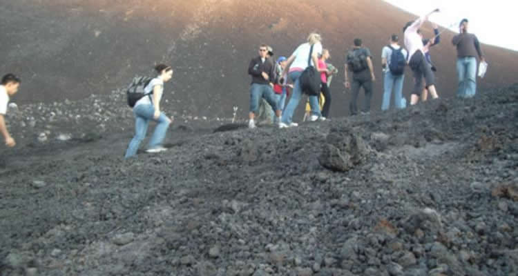 Wow trekking tour Urban Adventures Pacaya Volcano